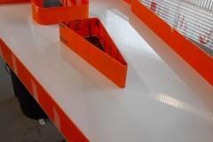 18.corporeas-pmma-blanco-y-naranja