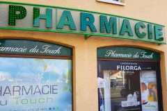 04.corporeas-iluminadas-con-leds-pequeños-para-farmacias
