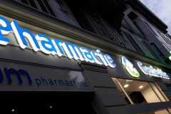 12.cruz-mas-corporeas-pmma-iluminadas-para-farmacias1