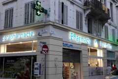 13.cruz-mas-corporeas-pmma-iluminadas-para-farmacias2