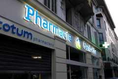 15.cruz-mas-corporeas-pmma-iluminadas-para-farmacias4