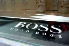 18.corporea-fresada-en-placa-para-aparador-tienda-Boss