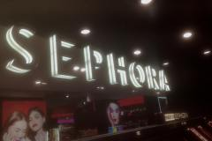 33.mobiliario-corporeas-pared-tienda-Sephora3