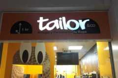 46.Retail-Tailor-rotulo-iluminado-caja-fresada-mas-pmma