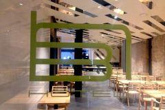 48.techo-en-placas-dibond-blanco-y-espejo-fresado-para-restaurante-hotel