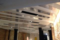 48.techo-en-placas-dibond-blanco-y-espejo-fresado-para-restaurante-hotel2