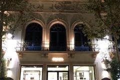 07.retail-corporeas-retroiluminadas-exterior-interior-tienda-Prada