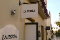 09.retail-placas-mas-corporeas-pvc-y-corporeas-retroiluminadas-interior-tienda-La-Perla-y-Boss