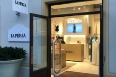 09.retail-placas-mas-corporeas-pvc-y-corporeas-retroiluminadas-interior-tienda-La-Perla