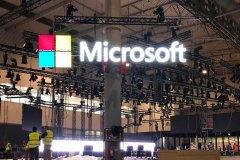 01.montaje-corporeas-aereas-para-stand-Microsoft2