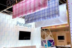 20.textiles-impresos-techo-mas-mobiliario-stand-Penelope