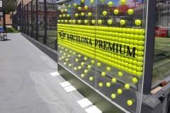 65.b.evento-photocall-con-estructura-pmma-transparente-mas-pies-hierro-lacado-y-pelotas-en-interior-pmma-fresado-con-luz-Mini-BMW