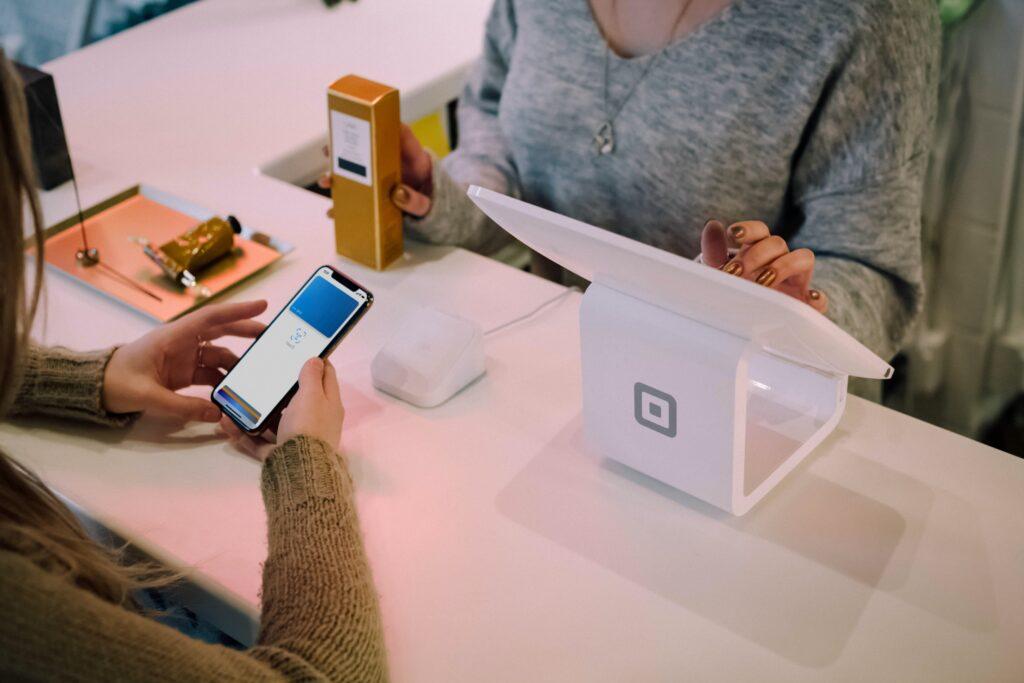 atención al cliente pantallas digitales
